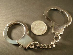 HANDCUFF-Keychain-Silver-Tone-Key-Ring-RARE-Cop-Police