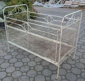 antikes kinderbett um 1900 1920 aus metall jugendstil sehr. Black Bedroom Furniture Sets. Home Design Ideas