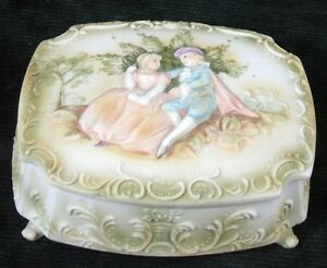WONDERFUL-ANTIQUE-FOOTED-DRESSER-JAR-Victorian-Figurine-Design