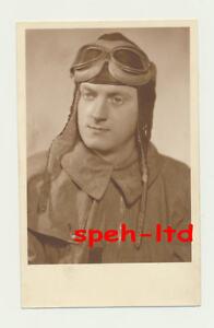 Original-Foto-Portrait-eines-Piloten-rueckseitig-datiert-1940