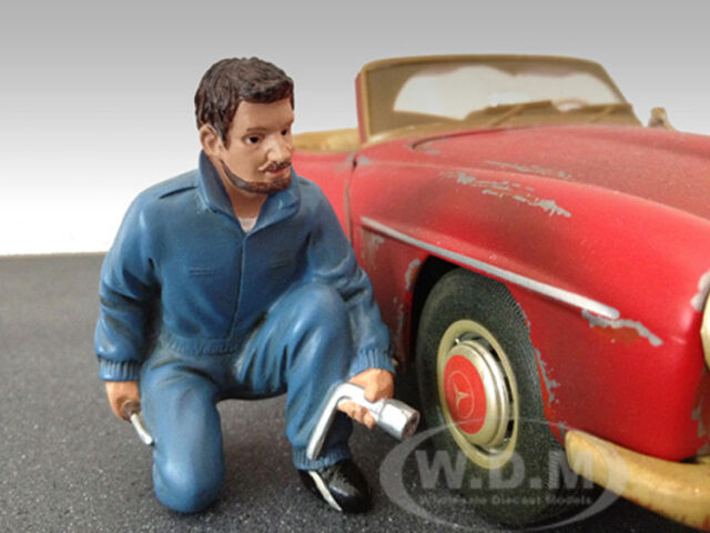 MECHANIC JERRY FIGURE FOR 1:18 SCALE DIECAST MODEL CARS AMERICAN DIORAMA 23789