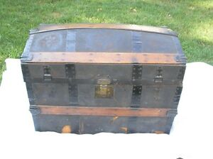 Antique-TREASURE-CHEST-Stage-Coach-Ship-Steamer-Trunk-Humpback-Suitcase-c1800-039-s