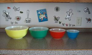 Mixing-Nesting-Bowl-Set-4-Pyrex-PRIMARY-COLORS-Vintage-Red-Blue-Green-Yellow