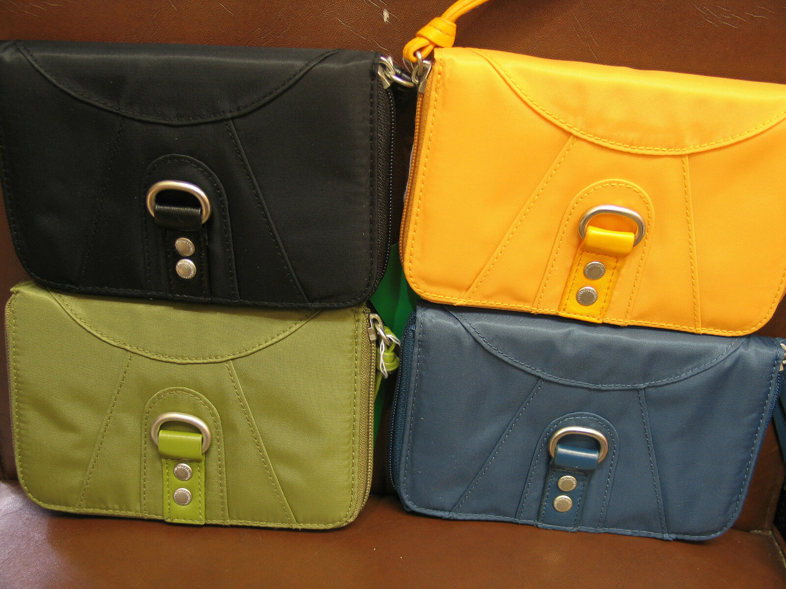 NEW BOXED UNITED COLORS OF BENETTON SWAY SMALL WALLET - 4 COLOURS