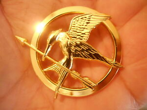 The-Hunger-Games-Mockingjay-Pin-Authentic-Prop-Replica-Jewelry-Neca-New-24K-Gold
