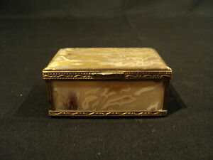 UNUSUAL-ANTIQUE-AGATE-MINIATURE-TRINKET-PILL-BOX-GILT-BRONZE-BANDS-c-1900
