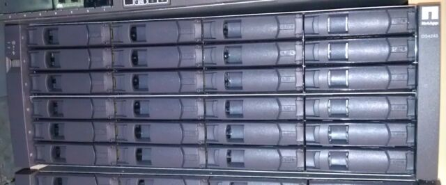 NetApp DS4243 Disk Array Shelf w/ 24x 2TB 7.2K X306A, 2x IOM3 Controllers,+Rails