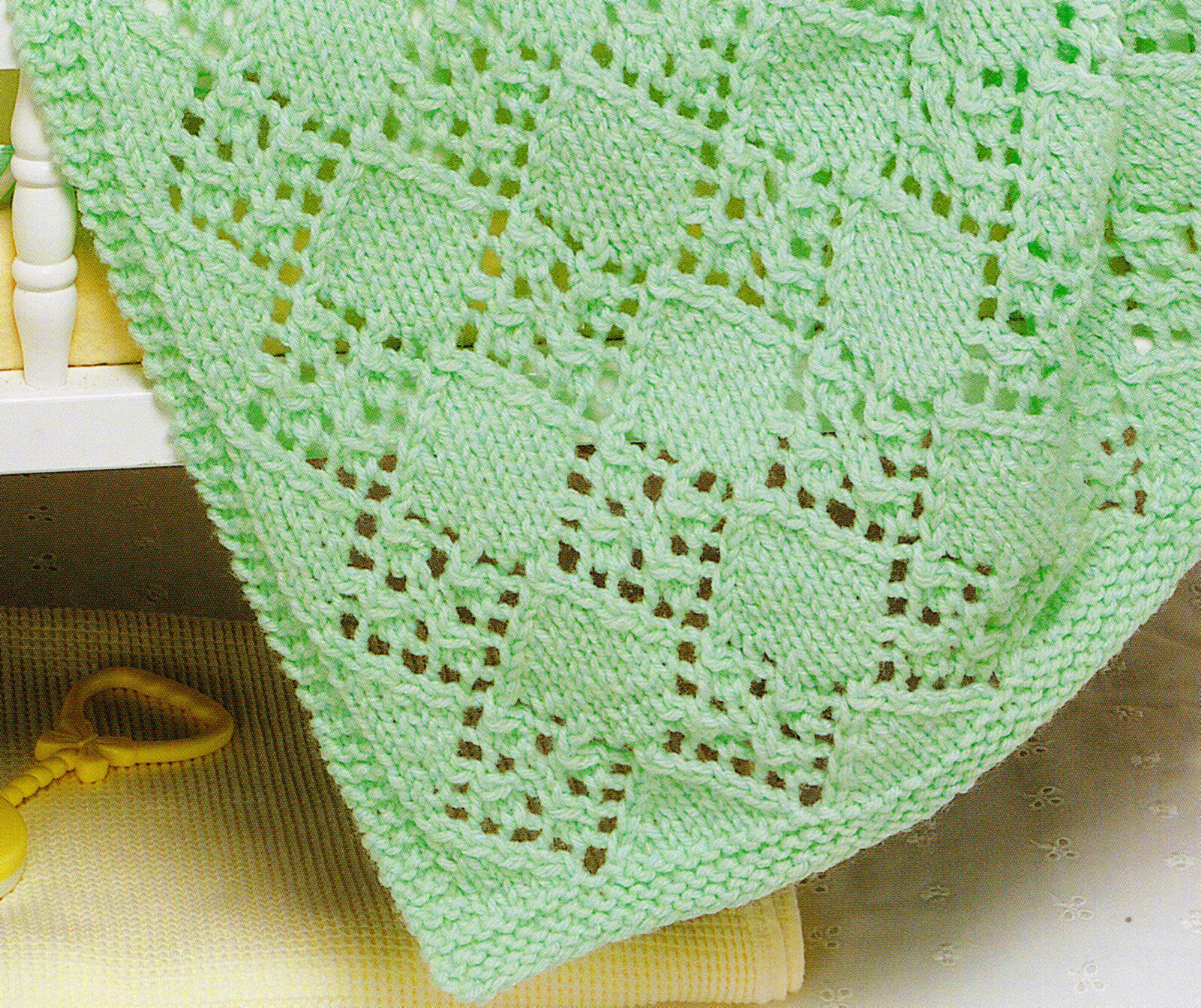 Aran Knitting Pattern Baby Blanket : Aran Baby Blanket Diamond Lacy