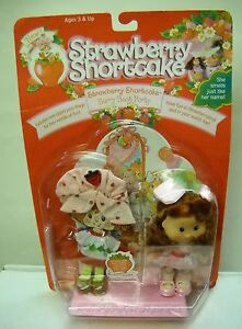 1477-NRFC-THQ-Strawberry-Shortcake-Berry-Best-Party-Doll