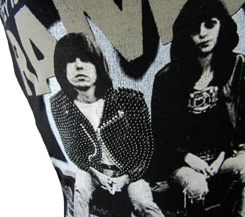 Amplified By Wow Elegantly A Xl Headbanger T Stras Is Suzy Waisted Ramones shirt EqOfwtO