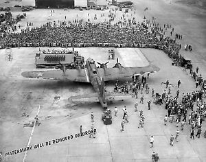 Photograph-WWII-B-17-Flying-Fortress-Bomber-Memphis-Belle-On-Tour-1945c-11x14