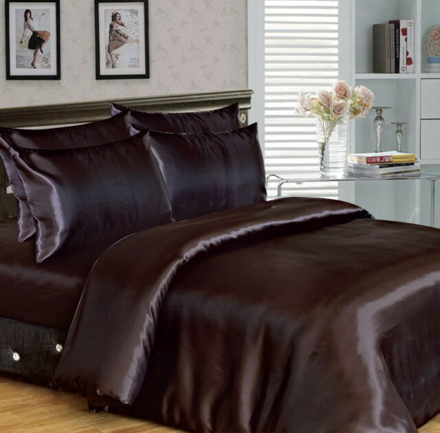 6 Piece Satin complete bedding set. Duvet cover, fitted sheet, 4 pillow cases