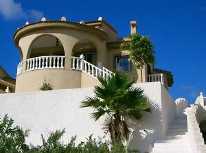 SHORT-BREAK-SPECIAL-OFFER-AT-OUR-HOLIDAY-VILLA-IN-SPAIN-OVERLOOKING-POOL