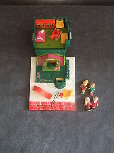 Holiday-Toy-Shop-Polly-Pocket-Bluebird-house-figures-1993-vintage-christmas