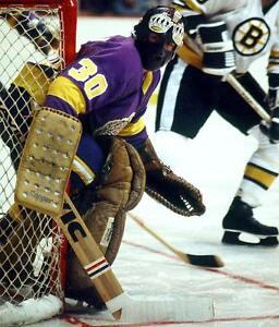 ROGIE-VACHON-VINTAGE-GOALIE-MASK-NHL-HOCKEY-LOS-ANGELES-KINGS-8X10-PHOTO