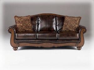 Barcelona Antique Living Room Set Signature Desing By Ashley Furniture 55300