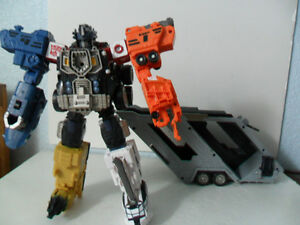 Transformers Energon Leader class Optimus Prime with super mode add on