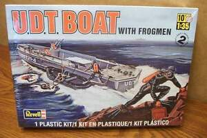 REVELL U.D.T. BOAT WITH FROGMEN 1/35 SCALE MODEL KIT