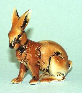 9942192-Porcelain-Figurine-Small-Rabbit-Rabbit-Wagner-amp-Apel-8x8cm