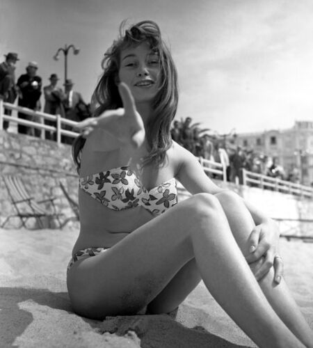 BRIGITTE BARDOT YOUNG BEACH SWIM WEAR PHOTO 8 X 10 GLOSSY photograph actress