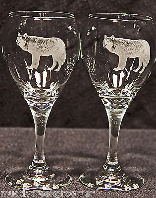 North American Gray Timber Wolf Lobo Laser Etched Teardrop Wine Glass Pair