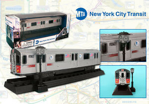 Daron-New-York-City-Subway-MTA-Transit-Diecast-Model-6-Train-with-track-D12
