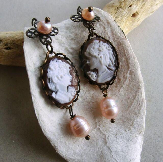 Victorian Cameo orecchini tono bronzo con cammei autentici e perle barocche rosa