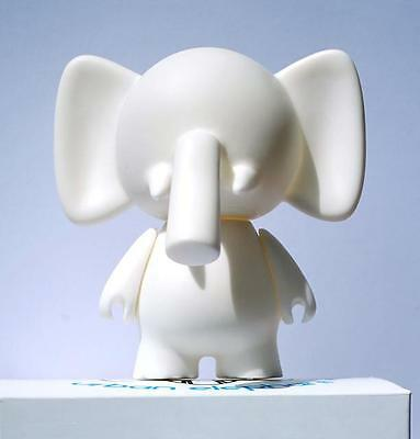 TRUNKS DIY DO-IT-YOURSELF URBAN ELEPHANT DESIGNER WHITE BLANK VINYL MINI FIGURE