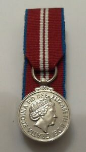 Court-Mounted-Official-Queens-Diamond-Jubilee-Miniature-Medal-and-Ribbon-New