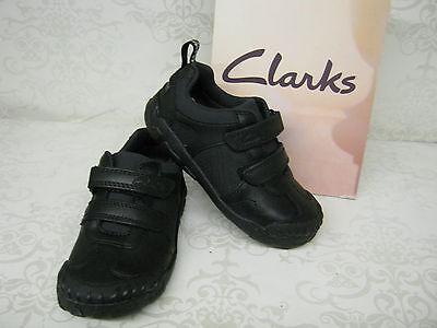 Jungen Ausverkauf Clarks Stompo Tag Inf schwarzes Leder Schuhe für Schule