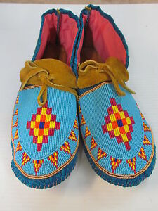 NATIVE-AMERICAN-FULL-BEADED-MOCCASINS-DIAMOND-DESIGN-11-INCHES-COLORFUL