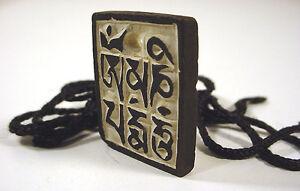 Om-mani-prayer-CARVED-STONE-PENDANT-Eyes-of-Buddha