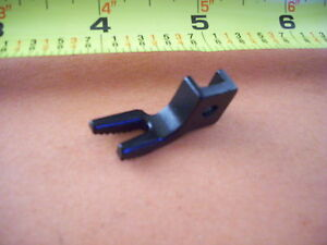 SEWING-MACHINE-SINGER-29K-71-72-73-29-4-FEEDER-PRESSER-FOOT-82007