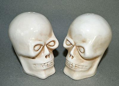 """ScARy~~~ Skull Salt & Pepper Shakers Ceramic 3.75"""" Halloween SKULL CROSSBONES NW"""