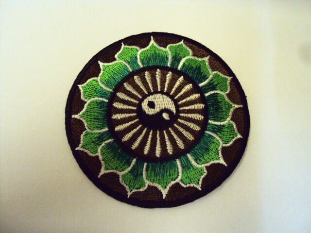 NOVELTY PEACE TAOISM SEW/IRON ON PATCH:- YING YANG TAOISM GREEN LOTUS FLOWERS