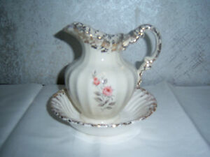 Queen-Anne-Pitcher-amp-bowl-Mint