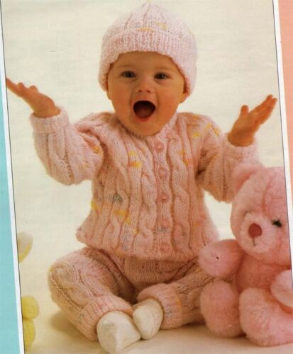 "Baby Winter cable pram outfi Hat Knitting Pattern jacket trousers 14-22/"" cute"