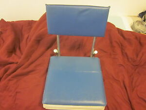 1980's New York Giant NFL Football Cushioned Metal Folding Seat