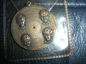 The-Beatles-ORIGINAL-MEDAL-Record-Charm-Pendant-FAB-FOUR-FIRST-USA-VISIT