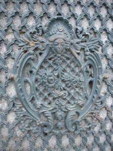 plaque-grille-face-de-porte-fronton-decoration-en-fonte-patinee-vert-rouille