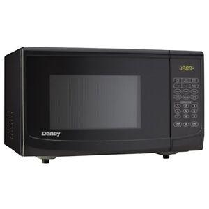 Danby Dmw111kbldb 1000 Watt Microwave Oven