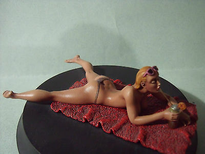 FIGURINE  1/18  PEINTE  SEXY  GIRL  MARIANNE  EROTIQUE  FOLIES  80 MM  VROOM