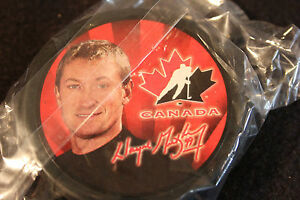 mc donalds olympic team canada puck set comes with the stand as well