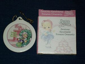 3-034-PRECIOUS-MOMENTS-porcelain-Christmas-Remembered-Ornament-w-Box-2001