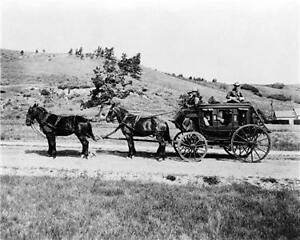 STAGECOACH-IN-YELLOWSTONE-NATIONAL-PARK-1900S-PHOTO