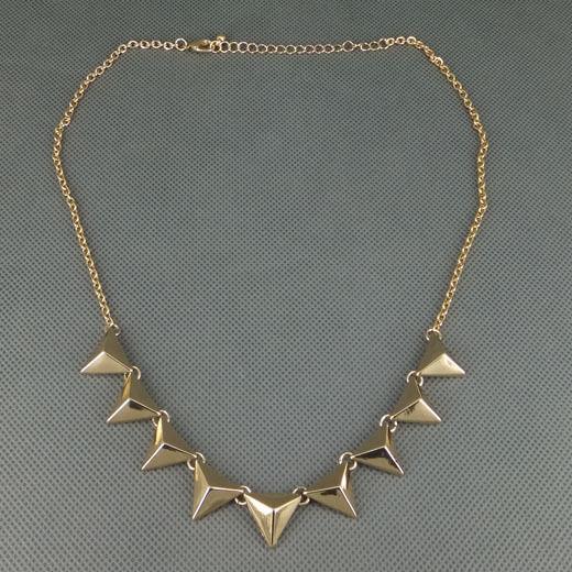 Fashion Punk Rock Gold-tone Metal Triangle Studs Necklace Pendant Free