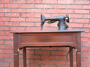 Antique-Singer-Sewing-Machine-with-Cabinet-Table-AC145150-55C-Vintage-Electric