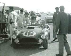 Vintage-Photo-1963-Sebring-Cobra-Phil-Hill-Carroll-Shelby-at-Tech-Inspection