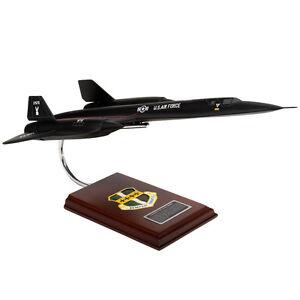 USAF-Lockheed-SR-71A-Blackbird-Desk-Top-Display-Model-1-63-Aircraft-Airplane