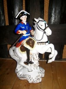Porzellanfigur-Alter-Fritz-Friedrich-II-auf-Pferd-bunt-2